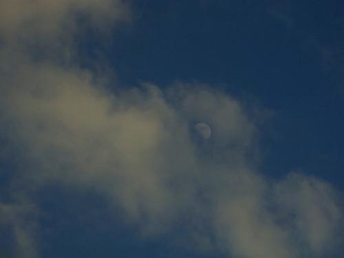 nuages dans la lune